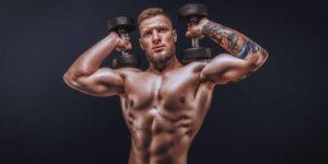 Homme musclé qui s'entraîne - Testostérone musculation